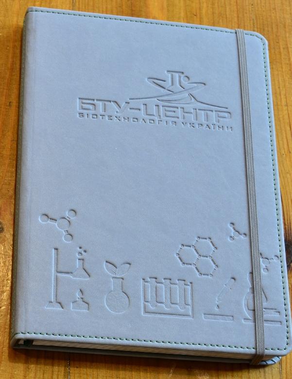 щоденник з тисненням та резинкою